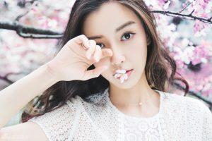 Gương mặt hòa trộn giữa vẻ đẹp của người phụ nữ Á Đông dịu dàng ,thanh khiết nhưng lại rất tinh tế theo Phương Tây