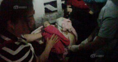 sản phụ đẻ rơi 2 bé song sinh, đẻ rơi, phụ nữ đẻ rơi