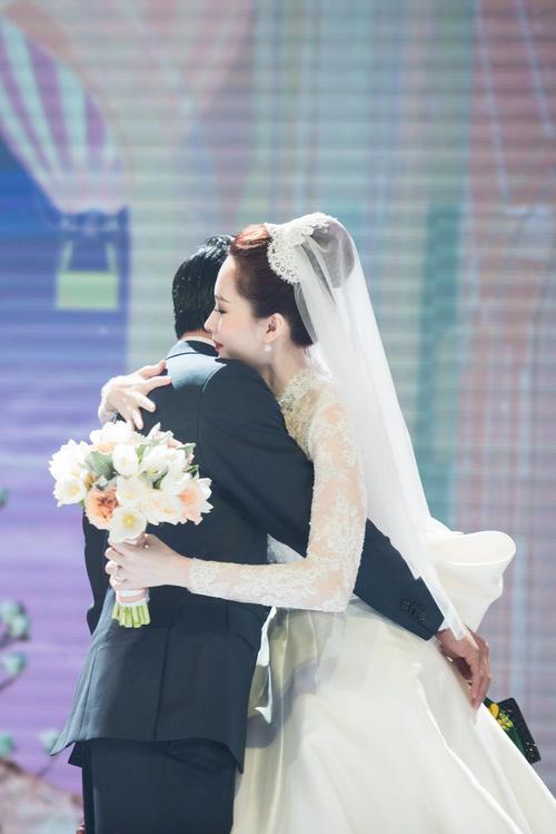 váy cưới của đặng thu thảo, bộ váy cưới, cận cảnh bộ váy cưới