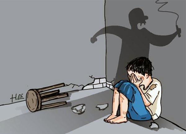 bạo hành gia đình, cậu bé bị mẹ kế đánh đập dã man