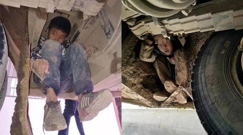 trốn dưới gầm xe, 2 đứa trẻ trốn dưới gầm xe