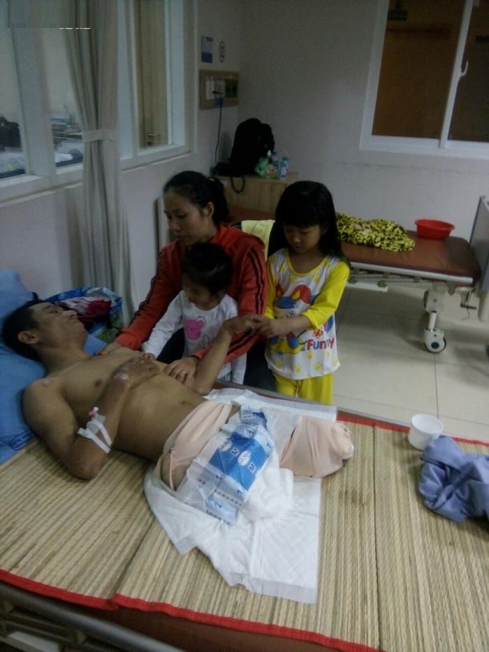 vợ đau buồn ký vào giấy đồng ý cắt đôi chân của chồng