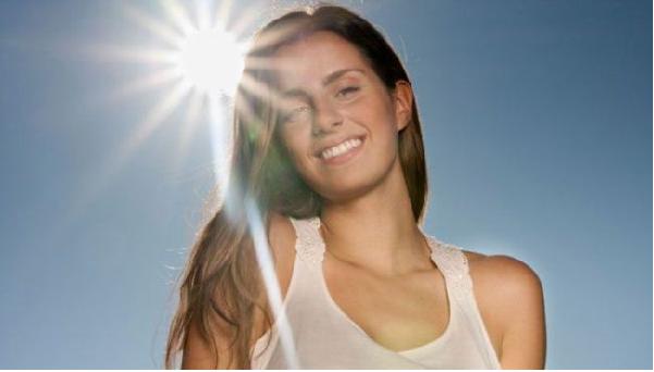 Tránh tiếp xúc với ánh nắng mặt trời quá lâu khi dưỡng da bằng sữa tươi không đường