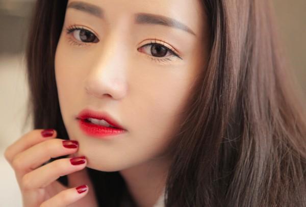 Bí quyết giúp chị em trang điểm với son môi đỏ rạng rỡ nhất