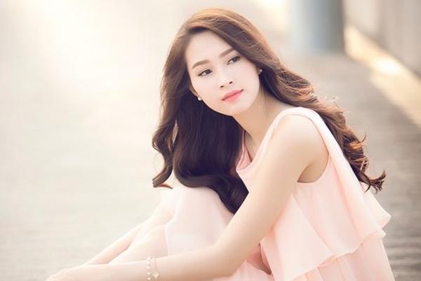 Hoa Hậu Thu Thảo với vẻ đẹp thuần khiết, giản dị