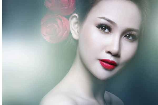 Cách trang điểm với son môi đỏ dễ dàng, thu hút nhất
