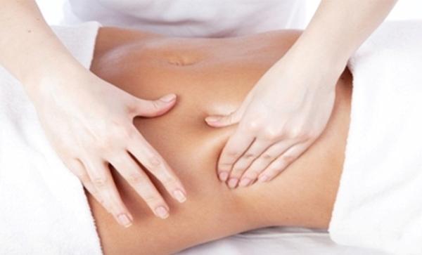 Massage bụng bí quyết giảm cân an toàn sau sinh