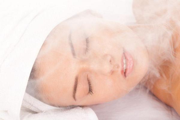 Cách chăm sóc da mặt sau sinh bằng xông hơi