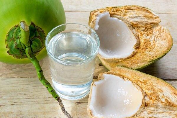 Tác dụng của nước dừa đối với sức khỏe bà bầu