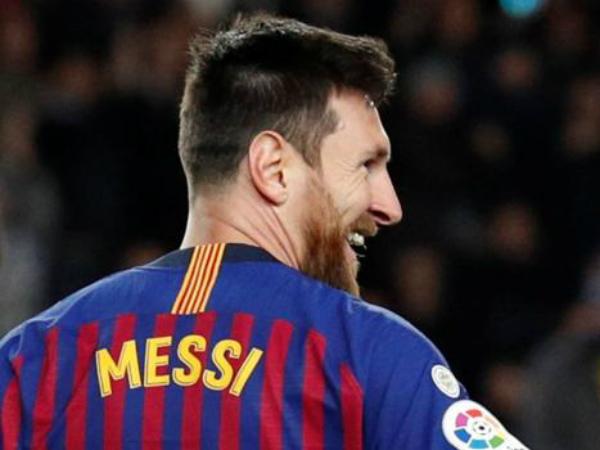 Messi bất ngờ lên tiếng khen ngợi Ronaldo sau trận thắng Lyon
