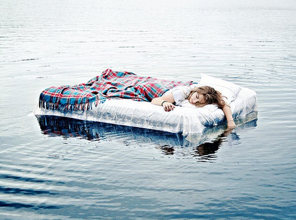 Ngủ mơ thấy nước dự báo điều gì? dự báo điềm lành hay dữ?
