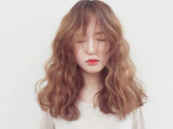 Mách bạn nhuộm tóc màu nâu đồng không bao giờ lỗi mốt
