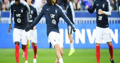 ĐT Pháp khủng hoảng vì thừa tiền vệ