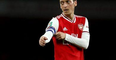 HLV Emery lý giải chuyện gạt Ozil ở Europa League