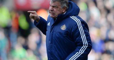 Tin bóng đá sáng 17/12: 'Scandal tuyển Anh' tái xuất Premier League